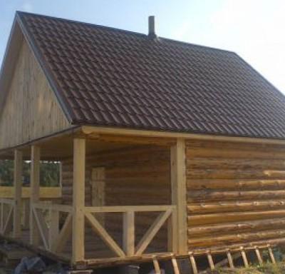 Рубленная баня 6х6 веранда, общая крыша