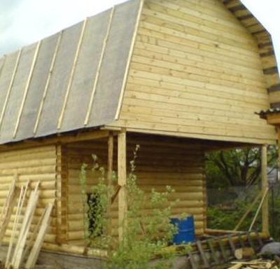 Рубленная баня 6х6 веранда, общая ломаная крыша